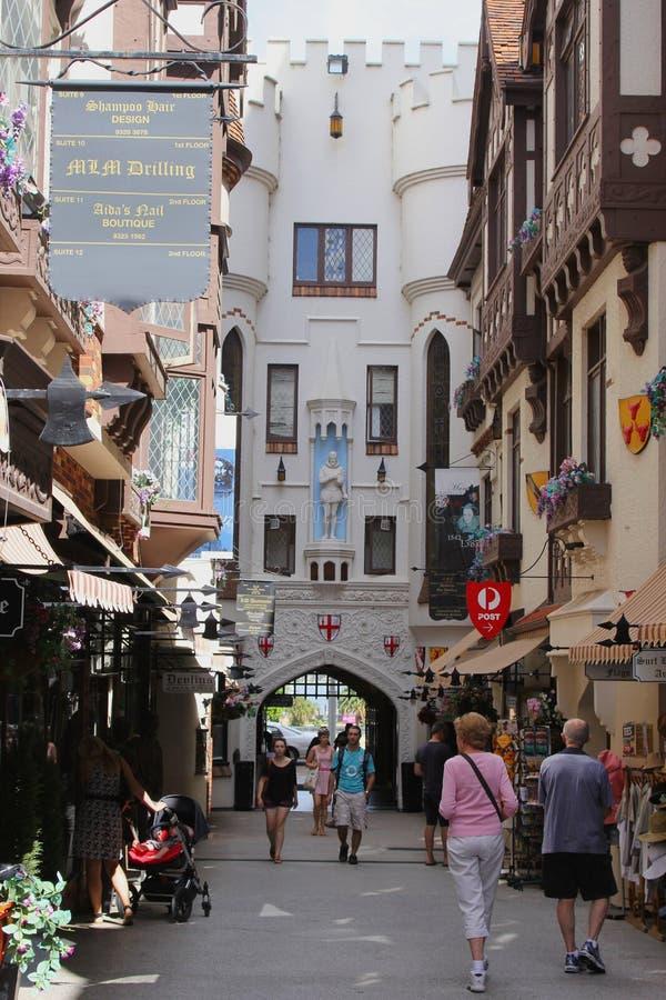 Turyści robią zakupy w Londyn sądzie w Perth, Australia obraz stock