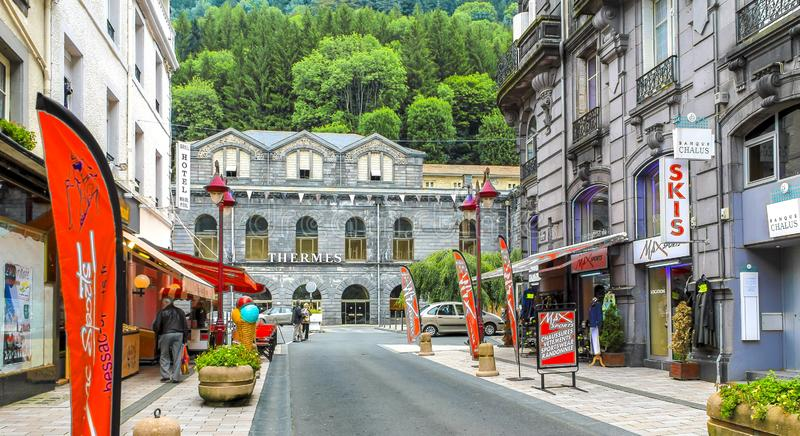 Turyści spacerują wzdłuż Rucianego Ramond główna ulica termiczna wiosna fotografia royalty free