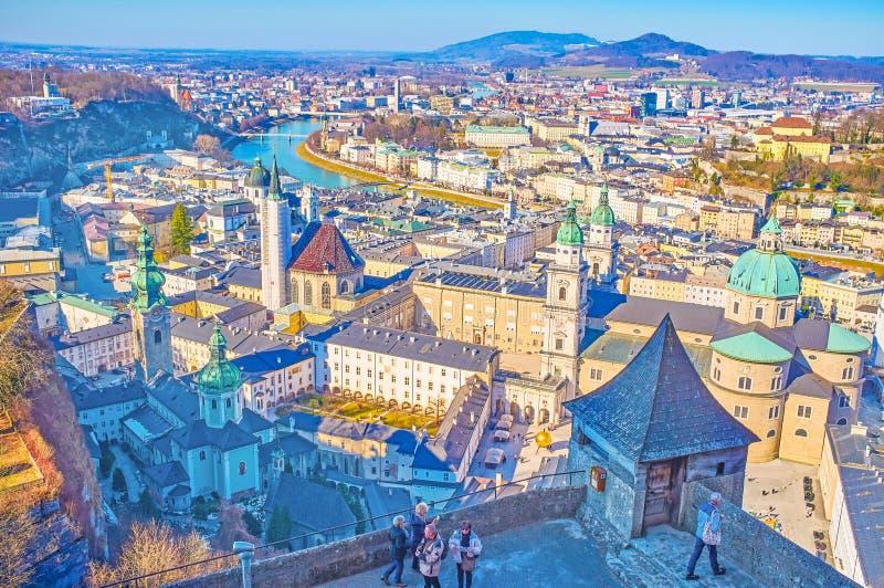 Turyści w Hohensalzburg kasztelu, Salzburg, Austria fotografia stock