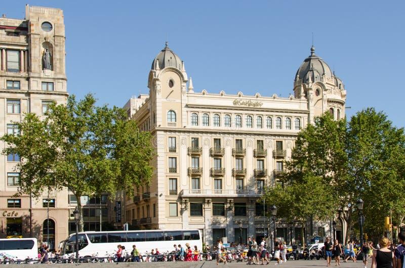 Download Turyści Na Ulicie Barcelona Zdjęcie Editorial - Obraz złożonej z transport, turyści: 28955601