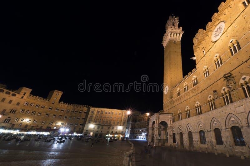 Tury?ci w piazza Del Campo noc?, Siena, W?ochy Historyczny centre Siena Unesco ?wiatowe dziedzictwo zdjęcie royalty free