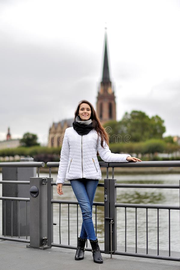 Turysta na ulicie Frankfurt magistrala, Niemcy - Am - zdjęcia stock