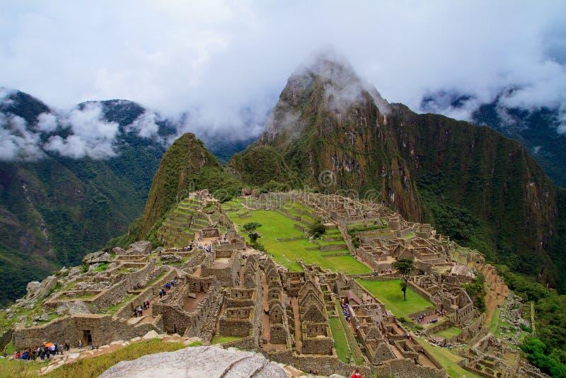 Turysta przy Przegranym miastem Mach Picchu, Peru - obrazy royalty free