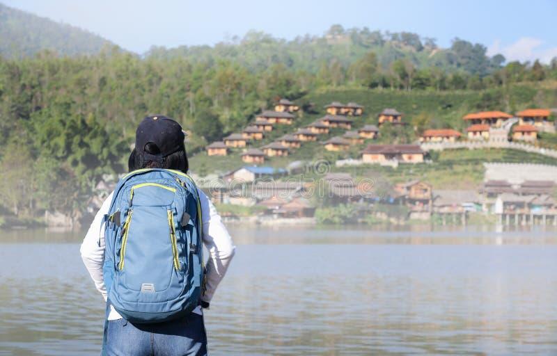 Turysta przy Rak Tajlandzką wioską, Mae Hong syn Tajlandia fotografia royalty free