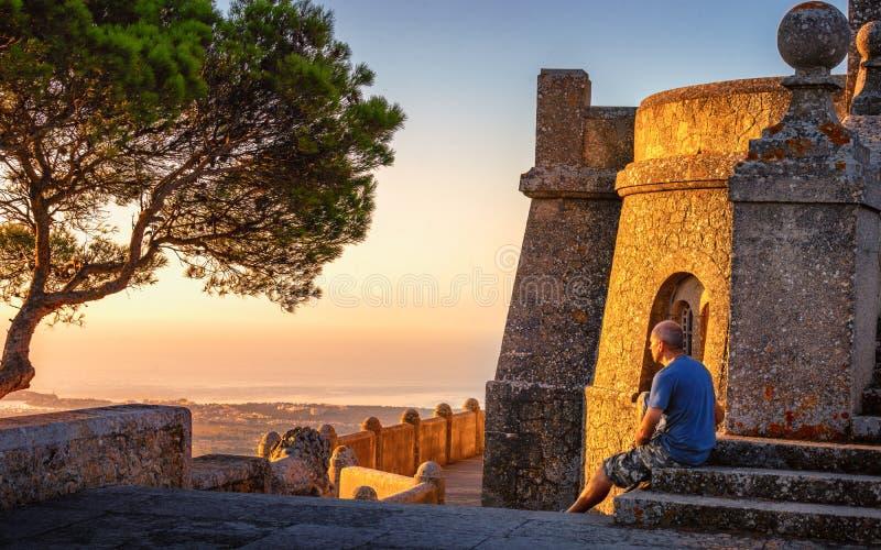 Turysta przy san salvador Mallorca fotografia royalty free