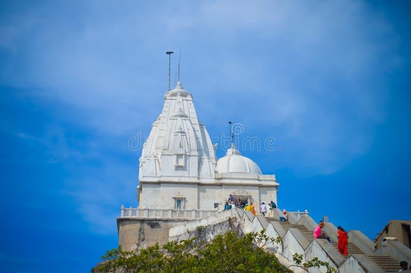 Turysta przychodzący Widzii świętego świątynnego Jain x22 & świątynię; PARESHNATH& x22; , JHARKHAND, INDIA zdjęcie stock