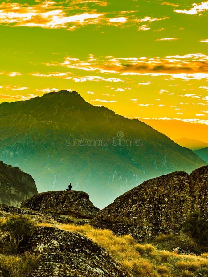 Turysta w g?rach Meteor Grecja zdjęcie royalty free