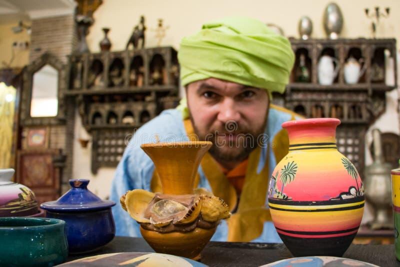 Turysta w podróży wewnątrz przez Maroko obrazy royalty free