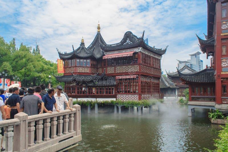 Turysta wizyty Yuyuan ogródu ogród szczęście Szanghaj, Chiny zdjęcia stock