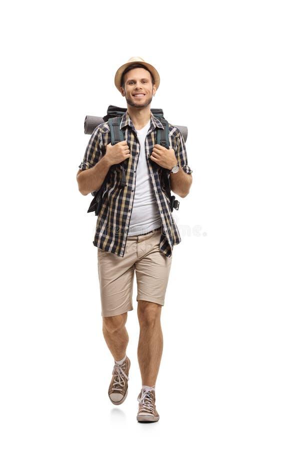 Turysta z plecaka odprowadzeniem w kierunku kamery zdjęcie royalty free