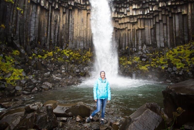 Turysta z Svartifoss zdjęcia royalty free