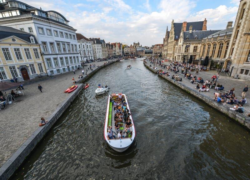 Turystyczna rejs łódź w Ghent, Belgia zdjęcie stock