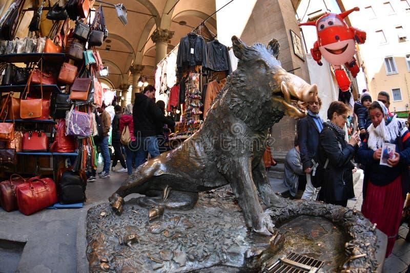 TURYSTYCZNA wzruszająca pomyślność knura świnia w Florencja Florencja WŁOCHY, MARZEC 27 2017 - fotografia royalty free