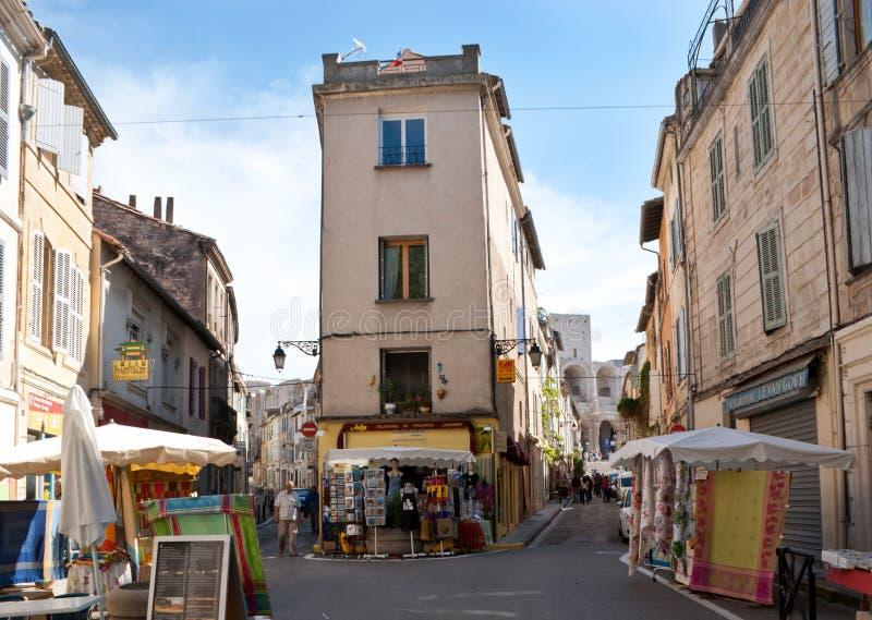 Turystyczni sklepy Arles zdjęcie stock