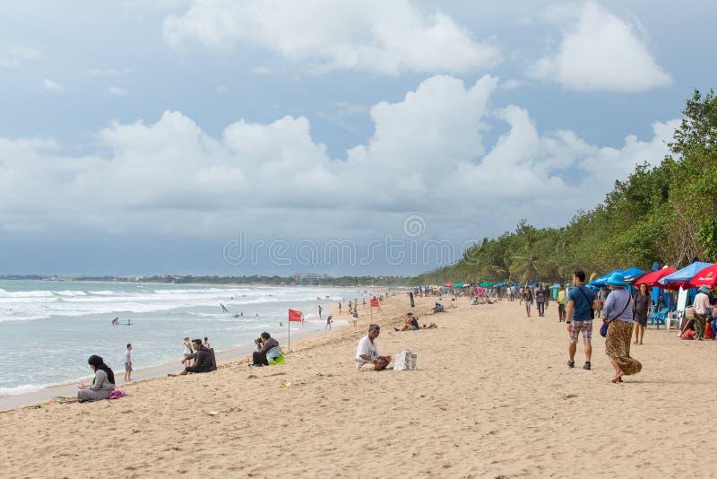 Turystyczny czas wolny na tropikalnej plaży w Bali zdjęcia royalty free
