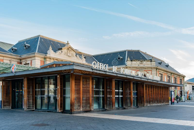 Turystyczny ewidencyjny biuro blisko Gare De Ładny Ville dworca obraz stock