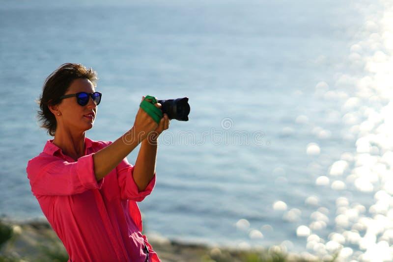 turystyczny fotograf w mieście Paroikia zdjęcia royalty free