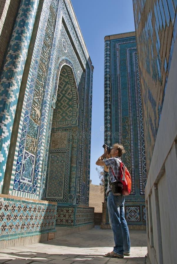 Turystyczny fotograf w Shah-i-Zinda, Samarkand, Uzbekistan zdjęcie royalty free
