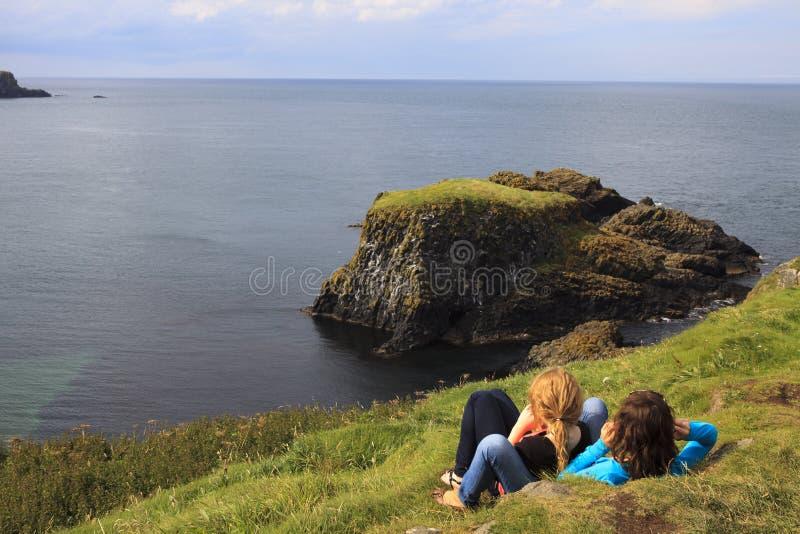 Turystyczny spojrzenie szmaragdowej zieleni ocean zdjęcie royalty free