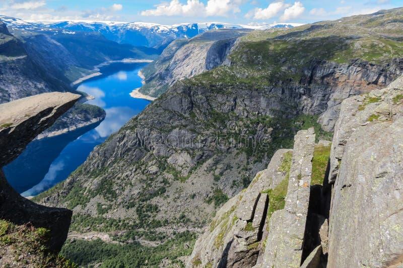Turystyki pojęcia widok Trolltunga faleza Błyszczka jęzor Odda, Norwegia obraz royalty free