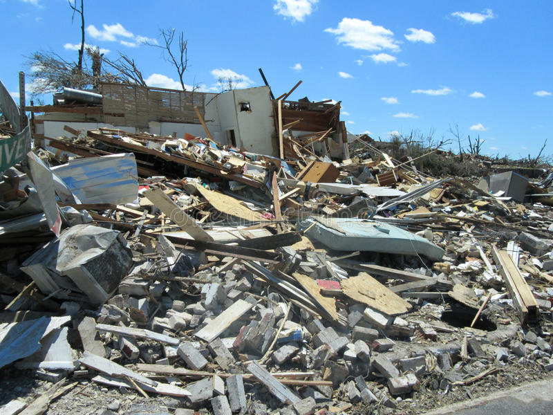 TUSCALOSA, ΗΠΑ στις 28 Απριλίου 2011, ζημία του καταστρεπτικού ανεμοστροβίλου στοκ εικόνες με δικαίωμα ελεύθερης χρήσης