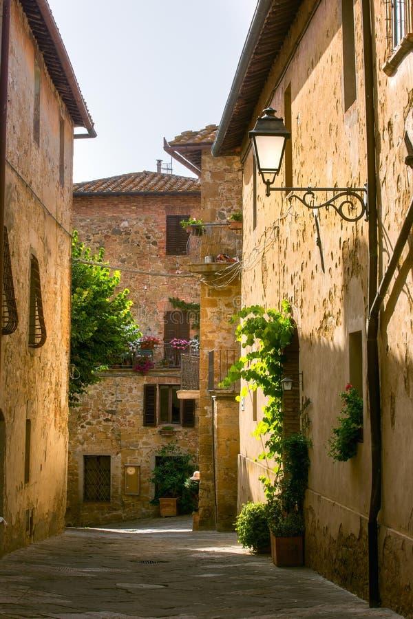 Tuscany för Monticchiello platssommar eftermiddag arkivbilder