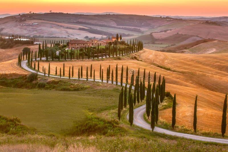 Tuscany för Monticchiello platssommar eftermiddag royaltyfri bild