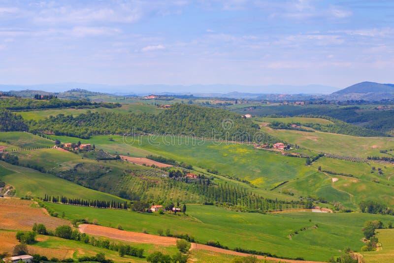 Tuscany krajobraz, piękna zielonych wzgórzy wiosna obrazy royalty free