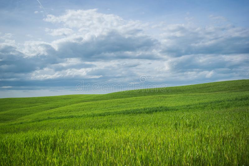 Tuscany landscaper ścieżki wiejskiej wsi Italy zielony błękit zdjęcie royalty free