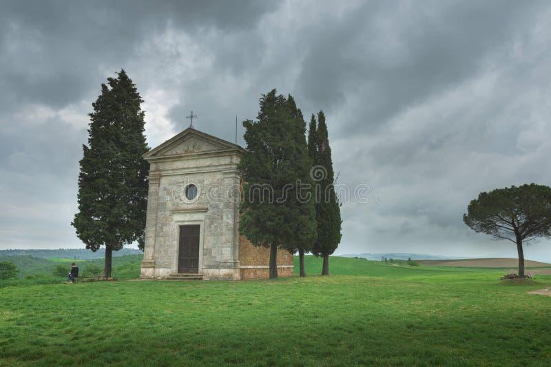Tuscany - landskappanorama, kullar och äng, Toscana royaltyfria bilder