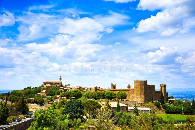 Tuscany, Montalcino średniowieczna wioska, forteca i kościół, Siena obraz stock