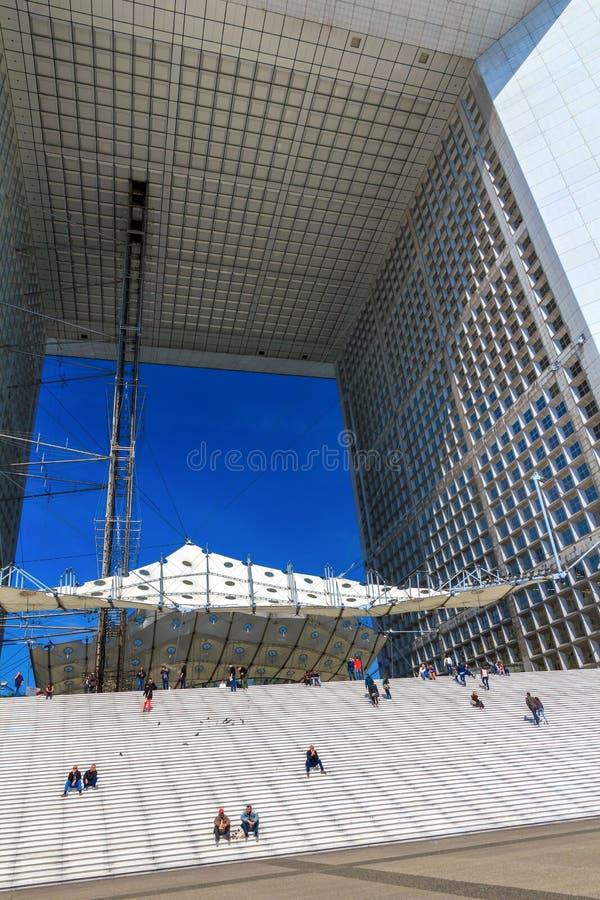 Tusen dollarbåge i försvar för La för affärsområde, Paris, Frankrike fotografering för bildbyråer