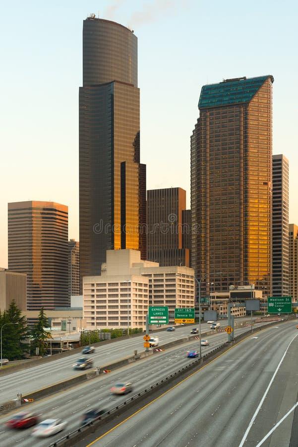 5 tusen staten en Seattle van de binnenstad bij zonsopgang stock afbeelding