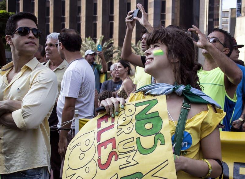 Tusentalshopsamling för enkorruption protest i Sao Paulo, Br royaltyfria foton