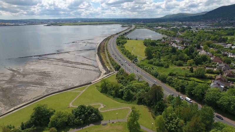 A2 tussen Belfast en Carrickfergus in mede Antrim Noord-Ierland stock foto