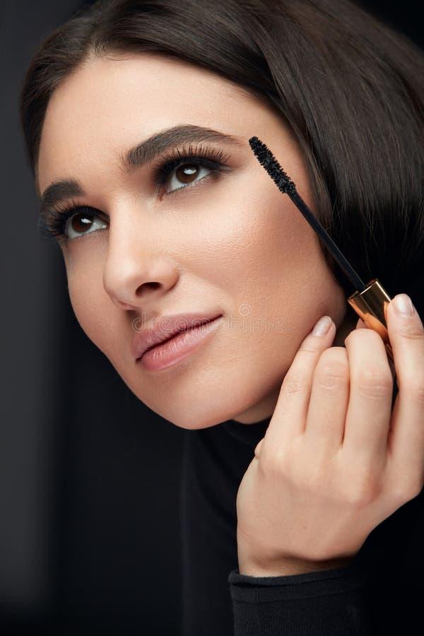 Tusz do rzęs makeup Piękna kładzenia czerni Wzorcowy tusz do rzęs Na rzęsach obrazy royalty free