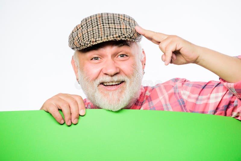 tutaj info Starszy brodaty mężczyzny miejsca zawiadomienie na sztandarze Reklama sklep chcie? Odbitkowa przestrzeń opłaca się inf zdjęcia stock
