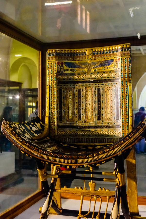 Tutankhamun礼仪椅子在作为开罗国家博物馆共同地已知的埃及上古开罗博物馆或博物馆  库存图片