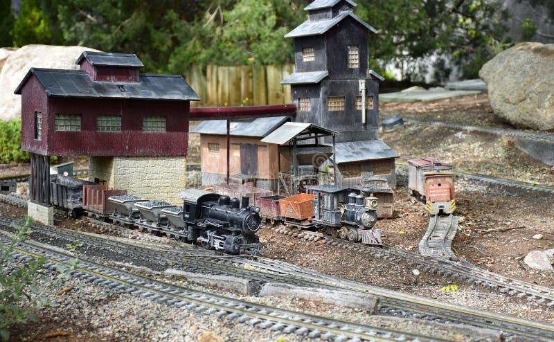 Tutti a bordo! Stazione di Toy Train immagini stock