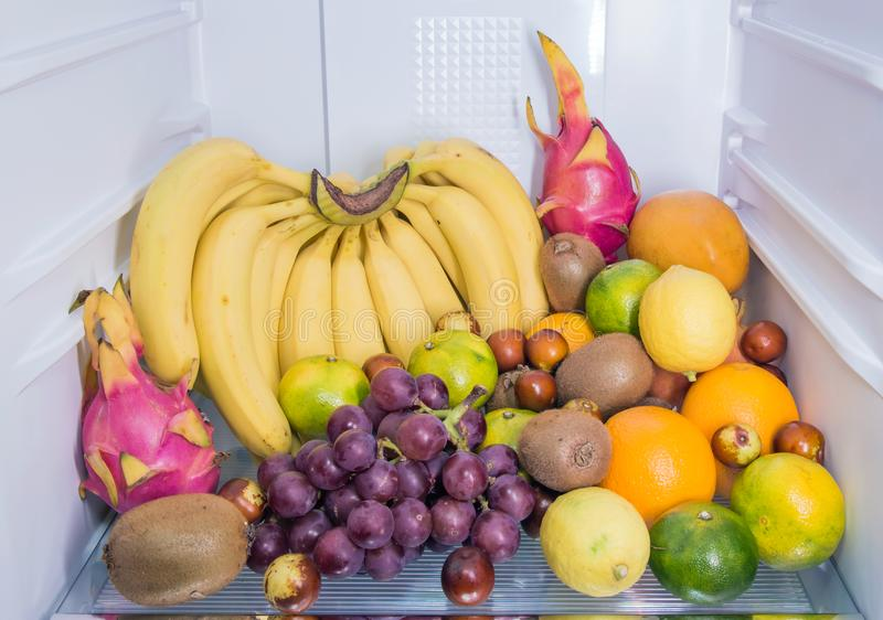 Tutti i tipi di frutta fresca fotografie stock libere da diritti