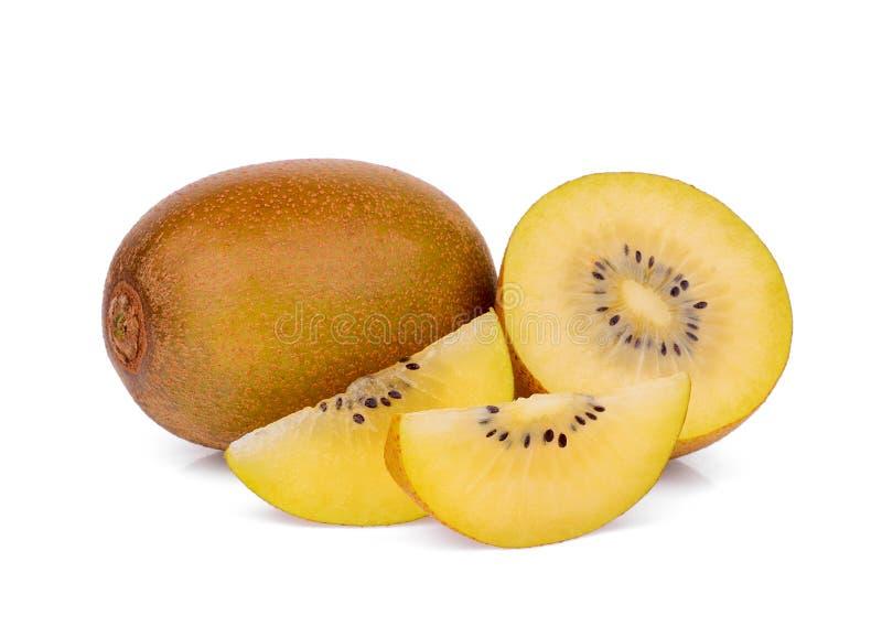 Tutto e metà con il kiwi giallo delle fette isolato su bianco fotografie stock