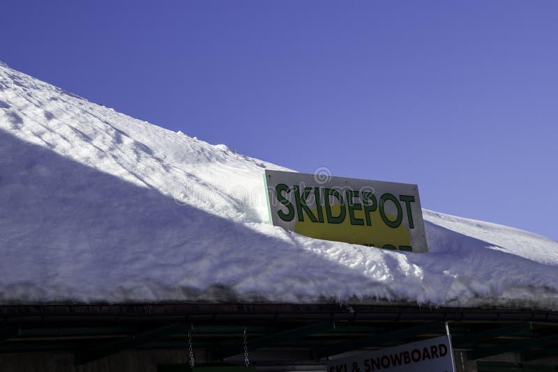 Tux, Tirol, Schwaz, Áustria - 12 de fevereiro de 2015: Estância de esqui panorâmico na geleira de Hintertux foto de stock royalty free