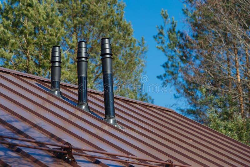 Tuyau de cheminée ou de toit de ventilation images stock