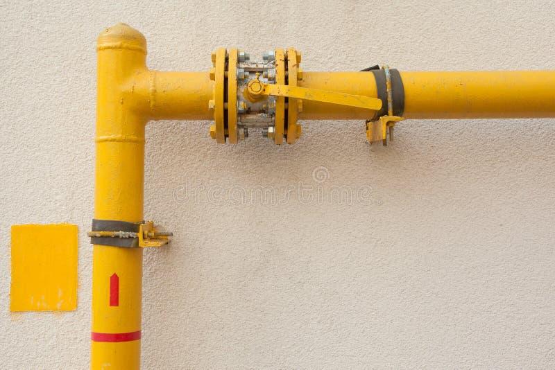 tuyau de gaz jaune image stock image du usine distribution 30720583. Black Bedroom Furniture Sets. Home Design Ideas