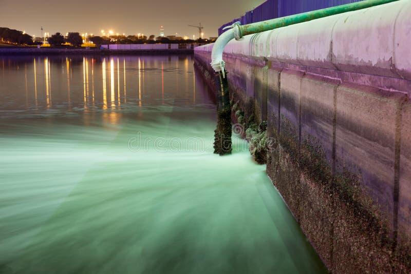 Tuyau des eaux usées et d'eaux d'égout à Dubaï photo libre de droits