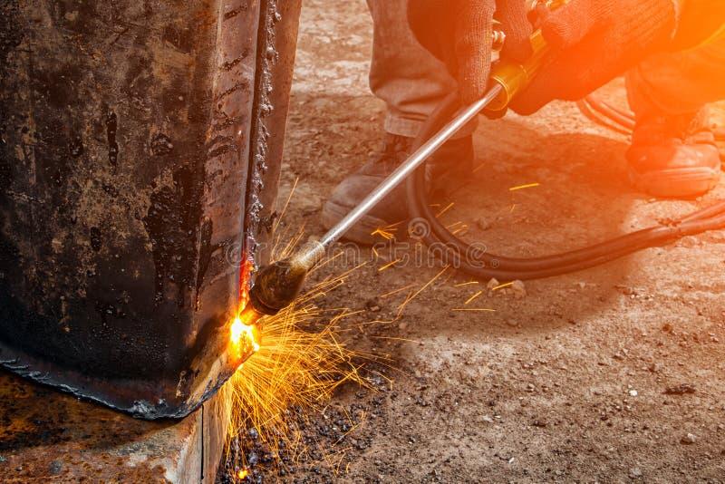 Tuyau en métal de soudage de constructeur image libre de droits
