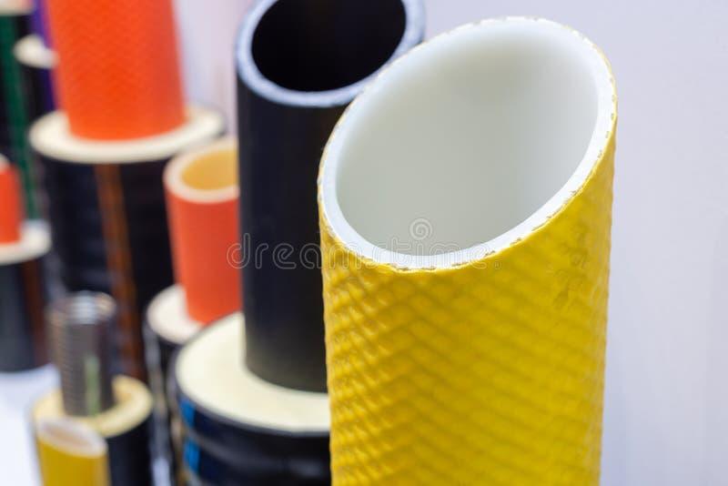Tuyau en plastique moderne pour les canalisations chaudes photographie stock
