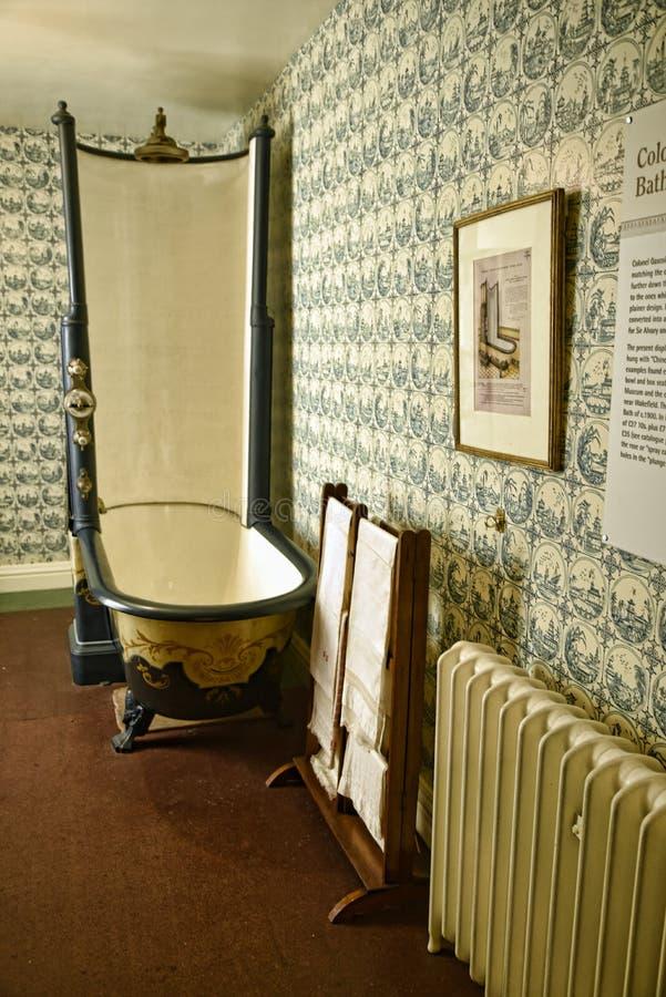 Tuyauterie tôt avec la douche dans une belle maison de campagne près de Leeds West Yorkshire qui n'est pas une propriété de confi photographie stock libre de droits