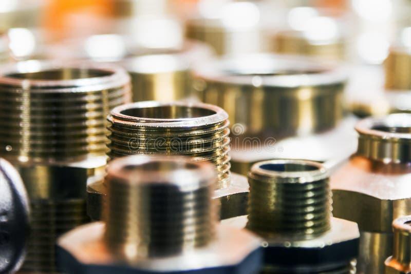 Tuyauterie, tuyaux de fixation et garnitures pour la connexion de l'eau ou des systèmes de gaz image stock
