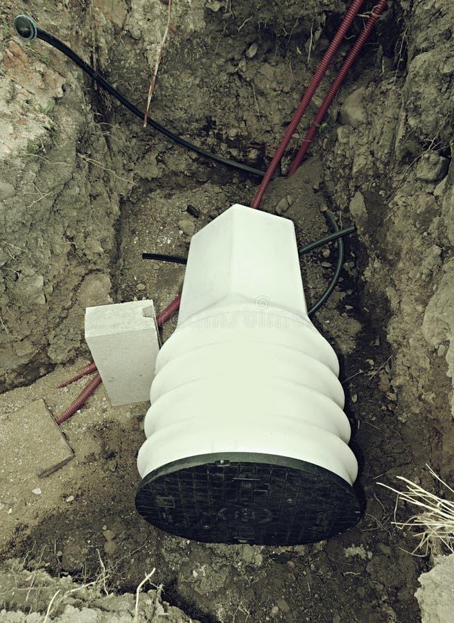 Tuyaux de drainage et axe en plastique d'inspection photographie stock libre de droits